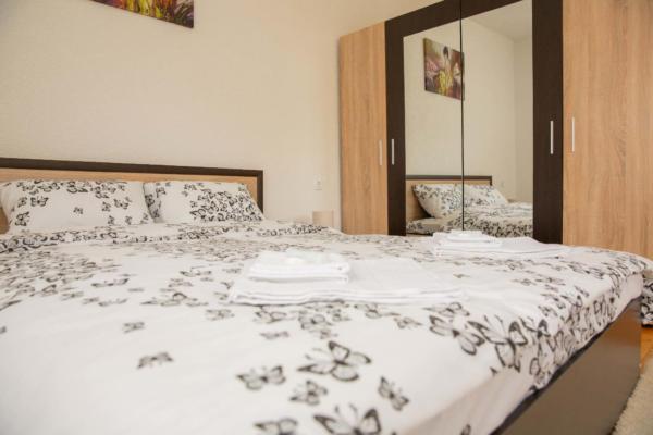 Villa_Samodiva_Master_Bedroom_Mountain_View