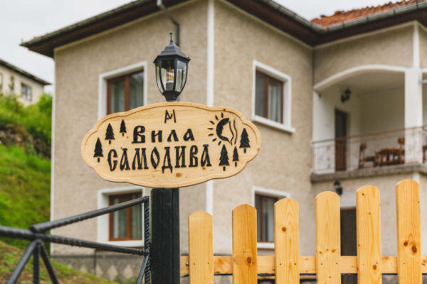 Villa_Samodiva_Road_Sign_Wood