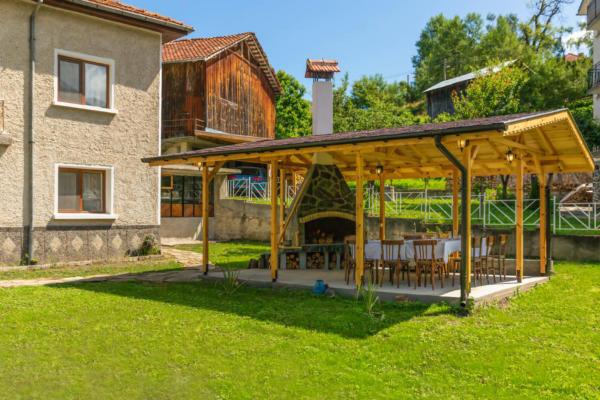 Villa_Samodiva_Wood_Barbeque