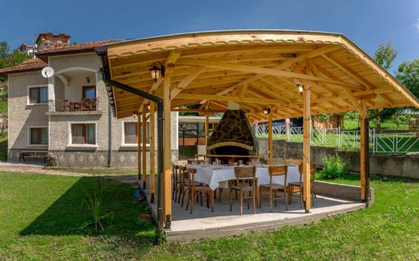Villa_Samodiva_Wood_Barbeque_Day